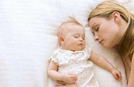 宝宝睡觉爱踢被,原来是因为下面4点