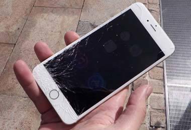 手机碎屏修复炒鸡贵!这膜早贴早安心!