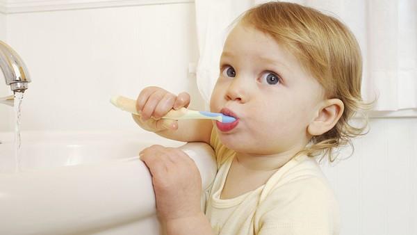 给孩子刷牙的重要性
